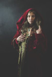Middle Ages Sovereign Woman  - KHphotography / Pixabay